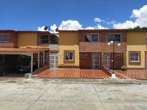 Townhouse En Ventaen Guatire, Villa Avila, Venezuela, VE RAH: 21-4336