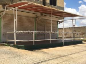 Local Comercial En Alquileren Punto Fijo, Puerta Maraven, Venezuela, VE RAH: 21-4009