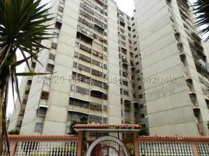 Apartamento En Alquileren Los Teques, Municipio Guaicaipuro, Venezuela, VE RAH: 21-5412