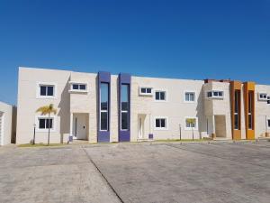 Casa En Ventaen Coro, Sector Los Orumos, Venezuela, VE RAH: 21-4224