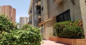 Apartamento En Ventaen Maracaibo, Avenida El Milagro, Venezuela, VE RAH: 21-4320