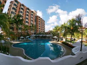 Apartamento En Ventaen Higuerote, Puerto Encantado, Venezuela, VE RAH: 21-4349