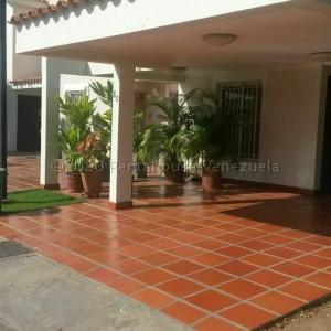Townhouse En Ventaen Maracaibo, Avenida Goajira, Venezuela, VE RAH: 21-4494