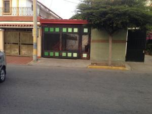 Townhouse En Ventaen Maracaibo, Canaima, Venezuela, VE RAH: 21-4495