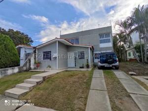 Casa En Ventaen Cabudare, Prados Del Golf, Venezuela, VE RAH: 21-4563