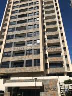 Apartamento En Ventaen Maracaibo, Avenida El Milagro, Venezuela, VE RAH: 21-4562