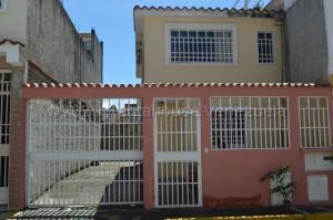 Casa En Ventaen Guatire, Country Club Buena Ventura, Venezuela, VE RAH: 21-4622