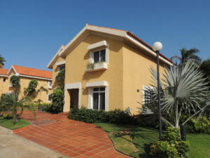 Townhouse En Ventaen Maracaibo, Fuerzas Armadas, Venezuela, VE RAH: 21-4615