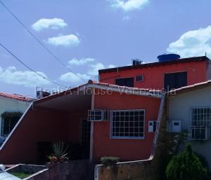 Casa En Ventaen Cabudare, Prados Del Golf, Venezuela, VE RAH: 21-4617
