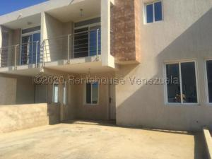 Townhouse En Ventaen Punto Fijo, Los Caciques, Venezuela, VE RAH: 21-4699