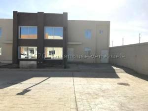 Townhouse En Ventaen Punto Fijo, Puerta Maraven, Venezuela, VE RAH: 21-4795
