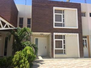 Townhouse En Ventaen Punto Fijo, El Cardon, Venezuela, VE RAH: 21-4816
