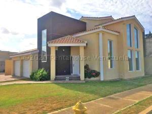 Casa En Ventaen Punto Fijo, Terrazas Club De Golf, Venezuela, VE RAH: 21-4922