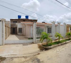 Casa En Ventaen Coro, Intercomunal Coro La Vela, Venezuela, VE RAH: 21-4959