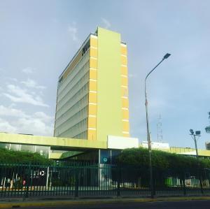 Oficina En Alquileren Maracaibo, Avenida Bella Vista, Venezuela, VE RAH: 21-5027