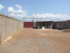 Galpon - Deposito En Ventaen Coro, Sector Los Perozos, Venezuela, VE RAH: 21-5043