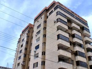 Apartamento En Ventaen Higuerote, Carenero, Venezuela, VE RAH: 21-5087
