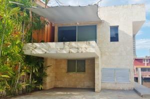 Casa En Ventaen Lecheria, Complejo Turistico El Morro, Venezuela, VE RAH: 21-5098