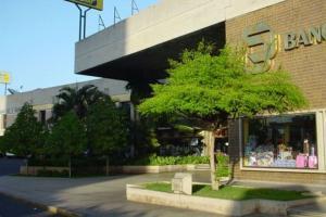Local Comercial En Alquileren Maracaibo, Avenida Bella Vista, Venezuela, VE RAH: 21-5772