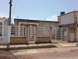 Casa En Ventaen Cabimas, Carretera H, Venezuela, VE RAH: 21-5099