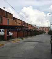 Townhouse En Ventaen Guatire, El Encantado Ii, Venezuela, VE RAH: 21-5153