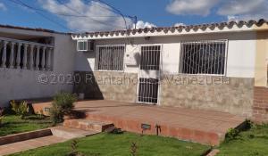 Casa En Ventaen Cabudare, El Trigal, Venezuela, VE RAH: 21-5249