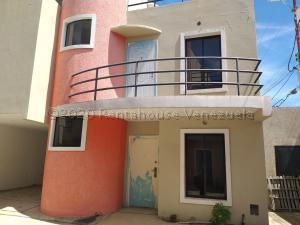 Townhouse En Ventaen Cabimas, Ambrosio, Venezuela, VE RAH: 21-5177