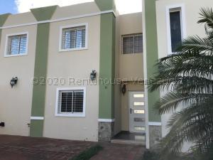 Townhouse En Ventaen Punto Fijo, Puerta Maraven, Venezuela, VE RAH: 21-5459