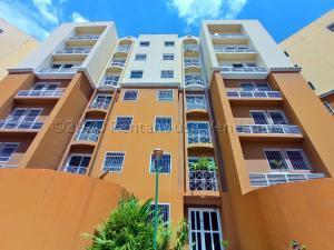 Apartamento En Alquileren Intercomunal Maracay-Turmero, Intercomunal Turmero Maracay, Venezuela, VE RAH: 21-5321
