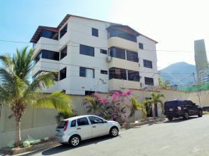 Apartamento En Ventaen Parroquia Caraballeda, Los Corales, Venezuela, VE RAH: 21-5364