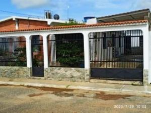 Casa En Ventaen Duaca, Municipio Crespo, Venezuela, VE RAH: 21-5530