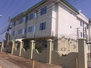 Apartamento En Alquileren Ciudad Ojeda, Calle Piar, Venezuela, VE RAH: 21-5588