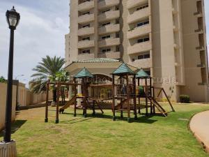 Apartamento En Ventaen Maracaibo, La Rotaria, Venezuela, VE RAH: 21-5695