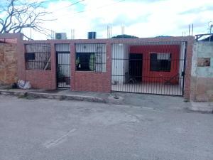 Casa En Ventaen Barquisimeto, Parroquia El Cuji, Venezuela, VE RAH: 21-5699