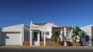 Casa En Ventaen Punto Fijo, Santa Irene, Venezuela, VE RAH: 21-5700