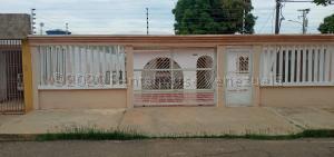 Casa En Ventaen Maracaibo, La Rotaria, Venezuela, VE RAH: 21-5747