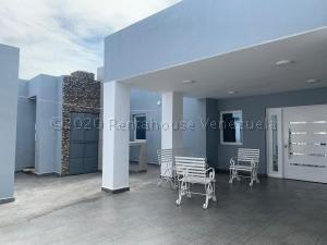 Casa En Ventaen Punto Fijo, Guanadito, Venezuela, VE RAH: 21-5721