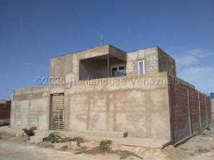 Townhouse En Ventaen Punto Fijo, Puerta Maraven, Venezuela, VE RAH: 21-5726