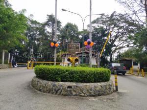 Terreno En Ventaen El Junquito-Vargas, El Junko Country Club, Venezuela, VE RAH: 21-5736