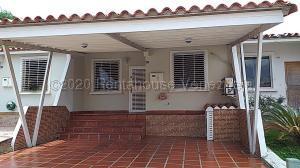 Casa En Ventaen Cabudare, Parroquia José Gregorio, Venezuela, VE RAH: 21-5871