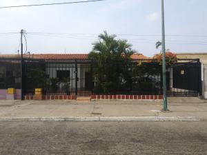 Casa En Ventaen Barquisimeto, Avenida Libertador, Venezuela, VE RAH: 21-5881