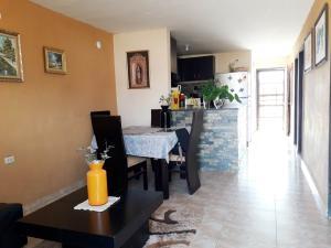 Casa En Ventaen Coro, Las Eugenias, Venezuela, VE RAH: 21-5942