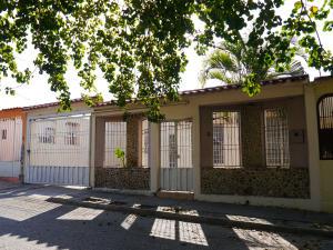 Casa En Ventaen Cabudare, Valle Hondo, Venezuela, VE RAH: 21-5947