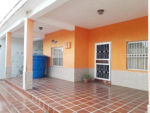 Casa En Ventaen La Vela De Coro, Intercomunal Coro La Vela, Venezuela, VE RAH: 21-5982