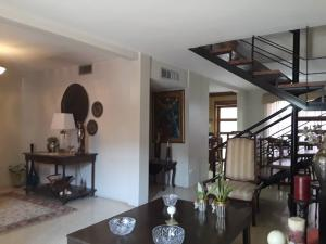 Townhouse En Ventaen Maracaibo, Fuerzas Armadas, Venezuela, VE RAH: 21-6000