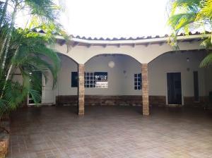 Casa En Ventaen Guatire, El Castillejo, Venezuela, VE RAH: 21-6008