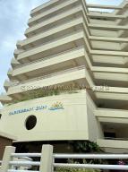 Apartamento En Ventaen Higuerote, Puerto Encantado, Venezuela, VE RAH: 21-6151