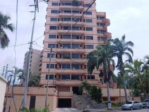 Apartamento En Ventaen Catia La Mar, Playa Grande, Venezuela, VE RAH: 21-6202