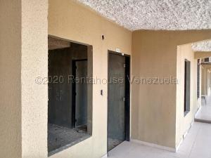 Townhouse En Ventaen Valencia, Flor Amarillo, Venezuela, VE RAH: 21-6203