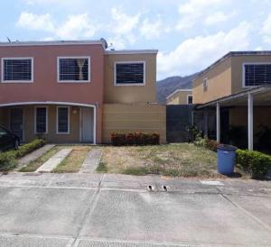 Casa En Ventaen Guatire, Estancia Las Margaritas, Venezuela, VE RAH: 21-6208